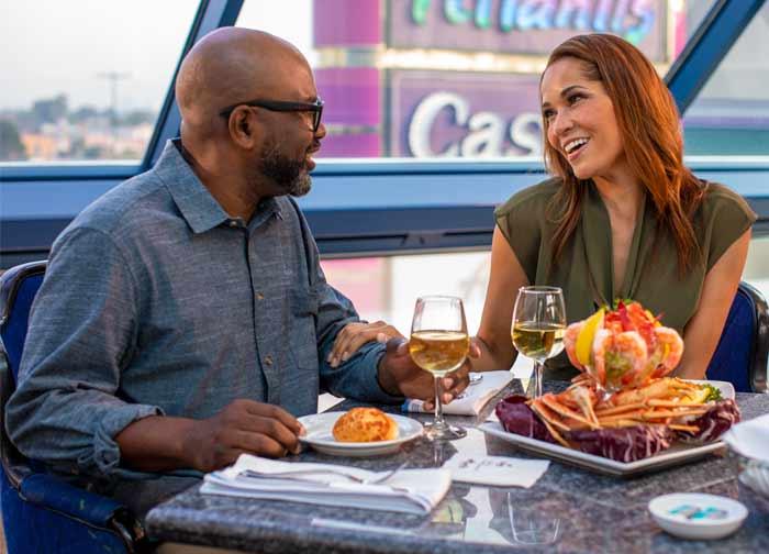 Couple eating at Oyster Bar at Atlantis